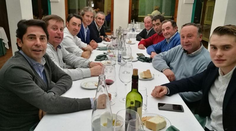 Comida de Grupos Comida de Grupos El Restaurante Estoril acoge la comida de la familia bolsinista