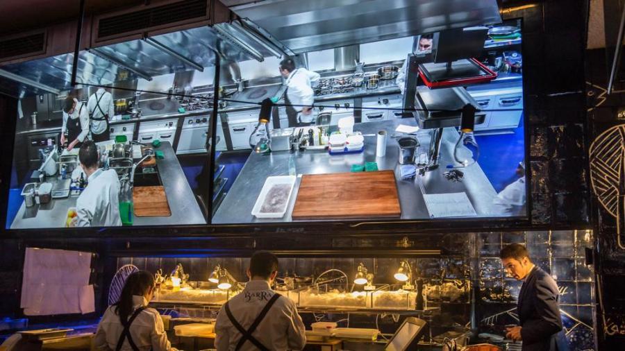 Actualidad Actualidad Así es La Barra de Carles Abellán, cocina marinera en vivo y en directo