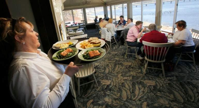 Actualidad Actualidad Envíe a domicilio o prepárese a cerrar: los restaurantes en EEUU se enfrentan a la peor caída de clientes desde 2009